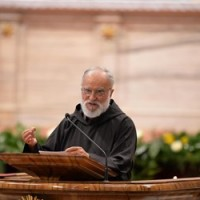Frei Cantalamessa: proclamamos o nome de Nosso Senhor Jesus Cristo
