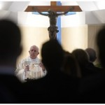 Papa: aprender a ouvir o Espírito antes de tomar decisões