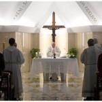 Papa: Igreja deve estar em pé, em caminho e em escuta