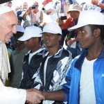 Papa celebra missa com migrantes e refugiados
