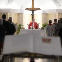 Papa: a fé se transmite com amor e testemunho